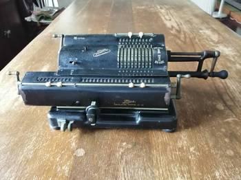 タイガー機械式計算機1950年代.jpg